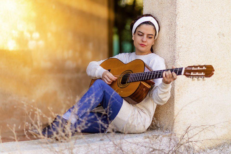 hoe kun je zelf gitaar leren spelen